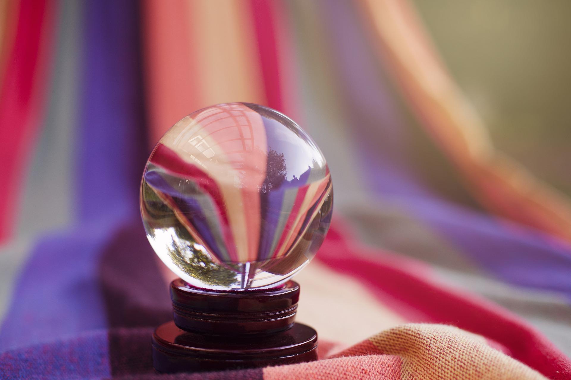 占いの水晶玉